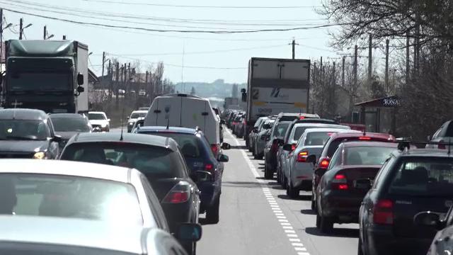Coloană de maşini pe aproximativ trei kilometri pe Valea Prahovei