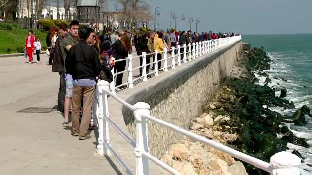 Zeci de turiști români au luat cu asalt litoralul, în ultima zi de vacanță