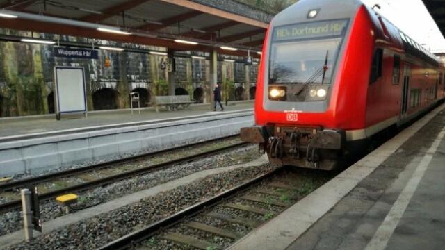 Un imigrant a smuls un copil din brațele mamei și s-a aruncat sub roțile unui tren