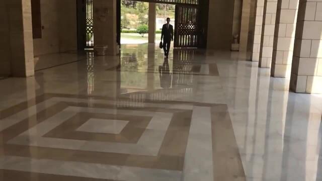Bashar al-Assad, filmat când vine la birou după atacul american. \