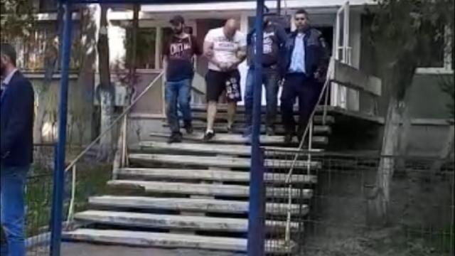 Interlopul Rumburak a jefuit un apartament din Capitală și a plecat cu banii și câinele