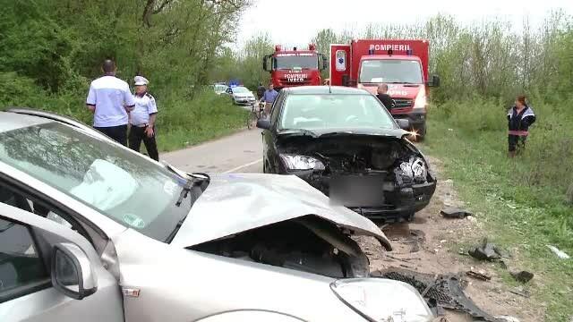 Accident grav cu 3 răniţi, lângă Timişoara