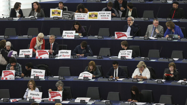 """Protest în Parlamentul European: """"Luați mâinile de pe Siria"""""""