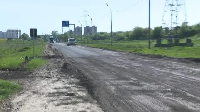 Ce văd turiştii când intră în România cu maşina: gropi, gunoaie şi ruine