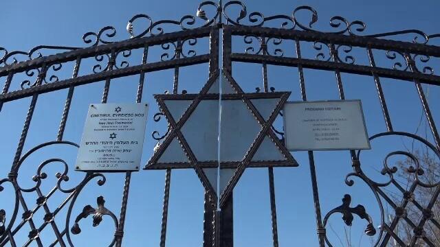 """Cimitirul evreiesc din Huși, vandalizat: """"Câtă forţă a trebuit acolo?"""" - Imaginea 5"""
