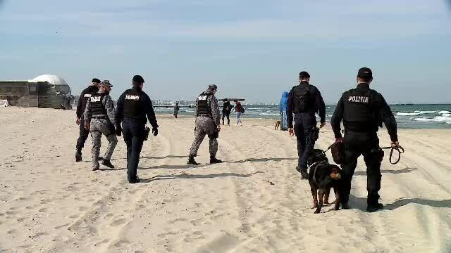 Cocaină în Marea Neagră. Cetățenii, avertizați să nu deschidă pachetele cu droguri