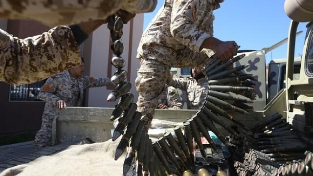 La un pas de un nou război civil. Aeroportul din Tripoli, bombardat. Reacția SUA și a Rusiei - Imaginea 13