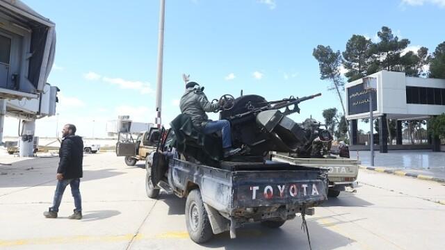 La un pas de un nou război civil. Aeroportul din Tripoli, bombardat. Reacția SUA și a Rusiei - Imaginea 11