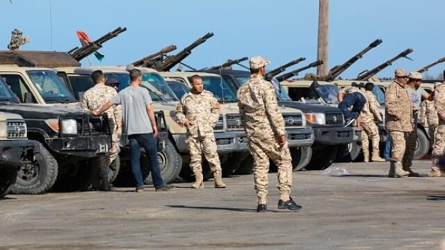 La un pas de un nou război civil. Aeroportul din Tripoli, bombardat. Reacția SUA și a Rusiei - Imaginea 9