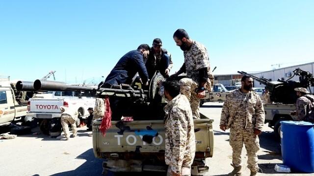 La un pas de un nou război civil. Aeroportul din Tripoli, bombardat. Reacția SUA și a Rusiei - Imaginea 10