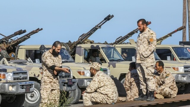 La un pas de un nou război civil. Aeroportul din Tripoli, bombardat. Reacția SUA și a Rusiei - Imaginea 7