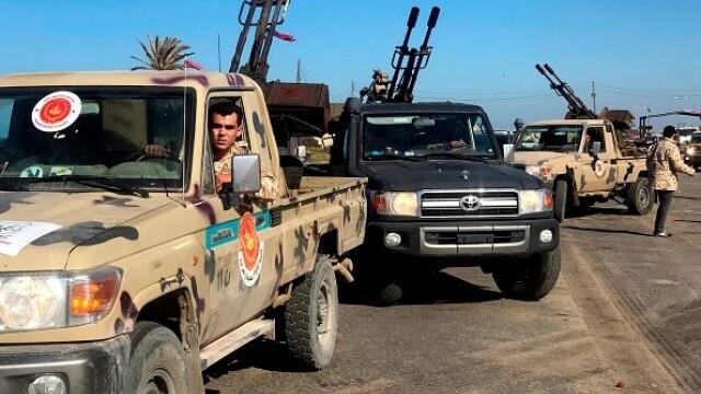 La un pas de un nou război civil. Aeroportul din Tripoli, bombardat. Reacția SUA și a Rusiei - Imaginea 8