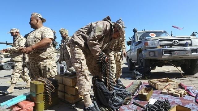 La un pas de un nou război civil. Aeroportul din Tripoli, bombardat. Reacția SUA și a Rusiei - Imaginea 6