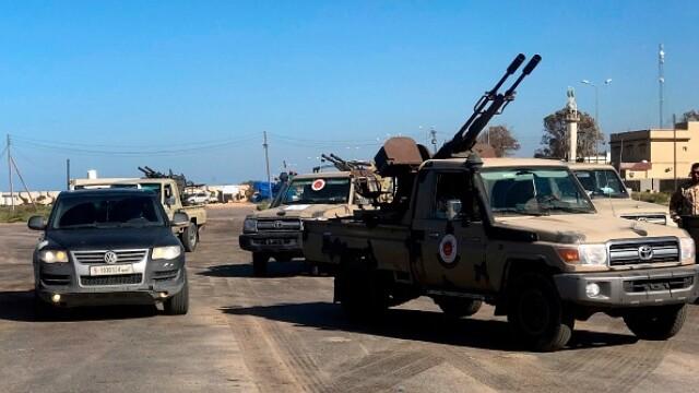 La un pas de un nou război civil. Aeroportul din Tripoli, bombardat. Reacția SUA și a Rusiei - Imaginea 5