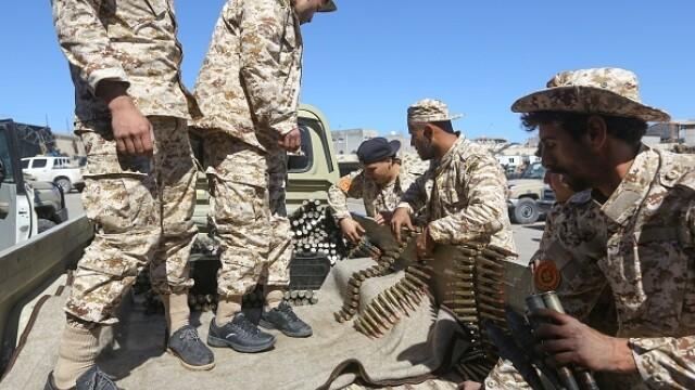 La un pas de un nou război civil. Aeroportul din Tripoli, bombardat. Reacția SUA și a Rusiei - Imaginea 3