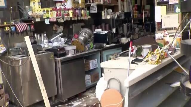 Momentul în care o pizzerie este distrusă de un autobuz - Imaginea 2