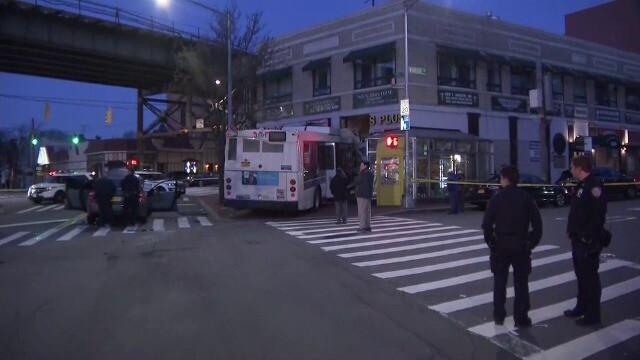 Momentul în care o pizzerie este distrusă de un autobuz - Imaginea 1
