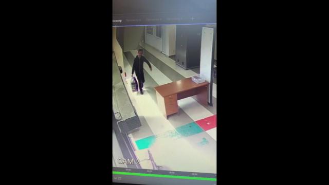 Metoda uluitoare prin care un pasager a vrut să treacă de controlul bagajelor la aeroport