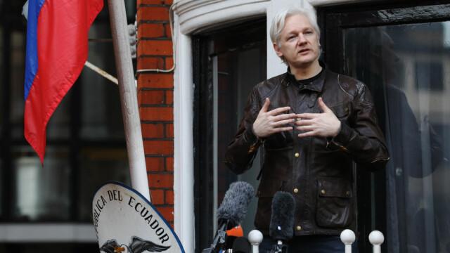 FILMUL zilei în care a fost arestat Julian Assange, după 7 ani petrecuți în Ambasada Ecuadorului din Londra - Imaginea 1