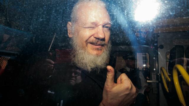 """Reacția lui Julian Assange, acuzat că ar fi murdărit pereţii ambasadei cu """"excremente"""" - Imaginea 7"""