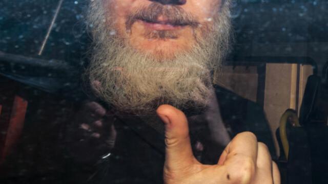 """Reacția lui Julian Assange, acuzat că ar fi murdărit pereţii ambasadei cu """"excremente"""" - Imaginea 4"""
