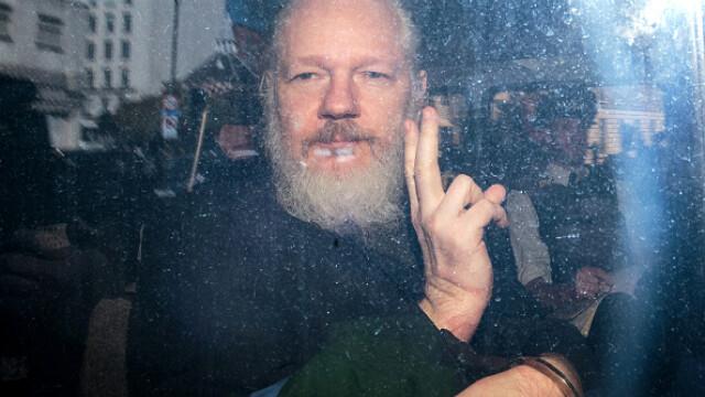 """Reacția lui Julian Assange, acuzat că ar fi murdărit pereţii ambasadei cu """"excremente"""" - Imaginea 2"""