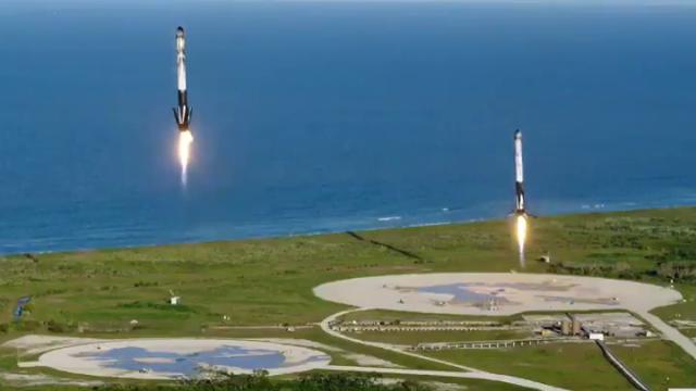 VIDEO. Premieră SpaceX. 3 propulsoare Falcon Heavy au aterizat cu succes