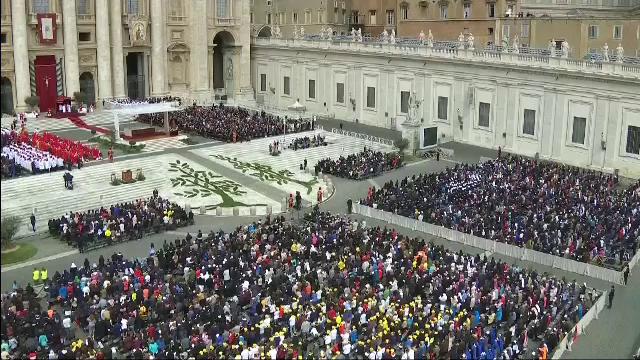"""Cine e românul care a rostit """"Rugăciunea universală"""" la Vatican, în duminica Floriilor - Imaginea 2"""