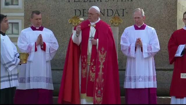 """Cine e românul care a rostit """"Rugăciunea universală"""" la Vatican, în duminica Floriilor - Imaginea 3"""