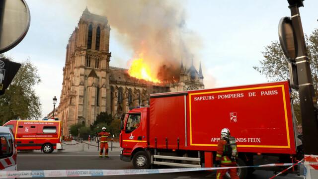 Incendiul de la Notre Dame. Emmanuel Macron promite reconstruirea catedralei în 5 ani - Imaginea 14