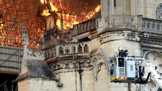 Incendiul de la Notre Dame. Emmanuel Macron promite reconstruirea catedralei în 5 ani - Imaginea 15