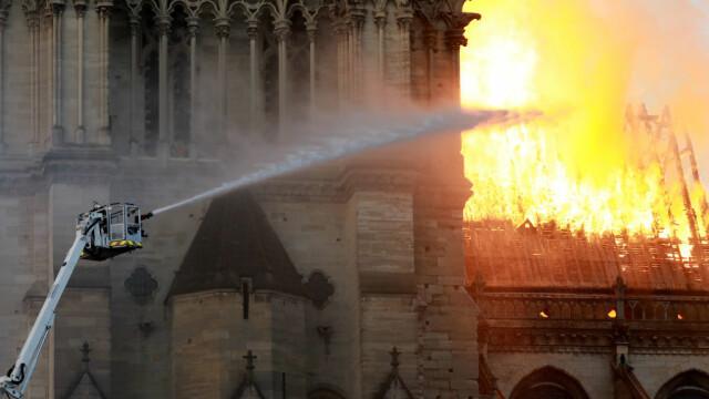 Incendiul de la Notre Dame. Emmanuel Macron promite reconstruirea catedralei în 5 ani - Imaginea 16
