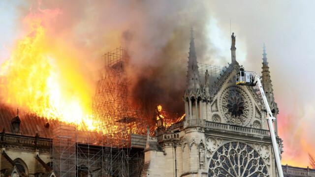 Incendiul de la Notre Dame. Emmanuel Macron promite reconstruirea catedralei în 5 ani - Imaginea 17