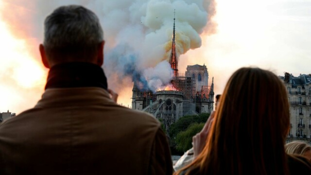 Incendiul de la Notre Dame. Emmanuel Macron promite reconstruirea catedralei în 5 ani - Imaginea 8