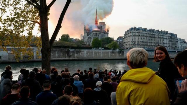 Incendiul de la Notre Dame. Emmanuel Macron promite reconstruirea catedralei în 5 ani - Imaginea 9