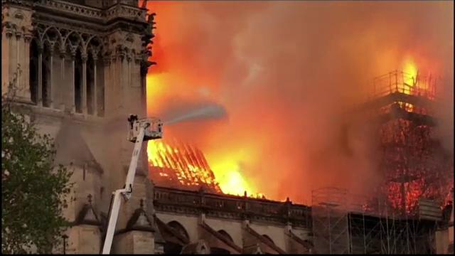 Incendiul de la Notre Dame. Emmanuel Macron promite reconstruirea catedralei în 5 ani - Imaginea 1
