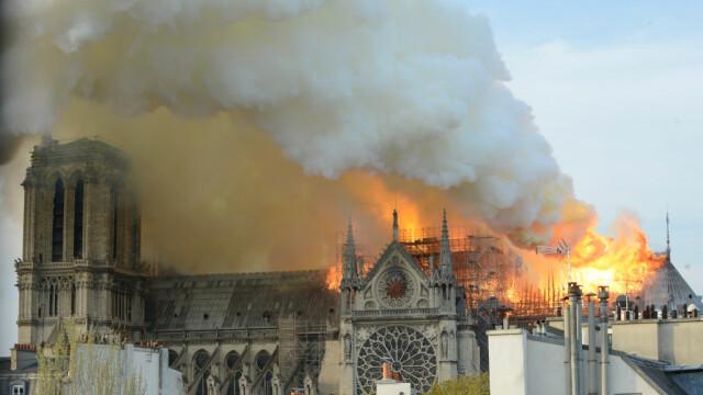 Incendiul de la Notre Dame. Emmanuel Macron promite reconstruirea catedralei în 5 ani - Imaginea 2