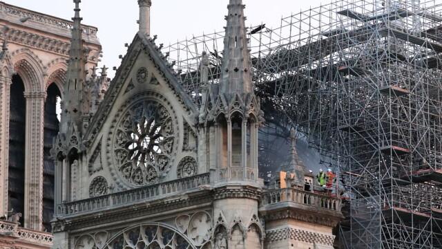 Incendiul de la Notre Dame. Emmanuel Macron promite reconstruirea catedralei în 5 ani - Imaginea 3