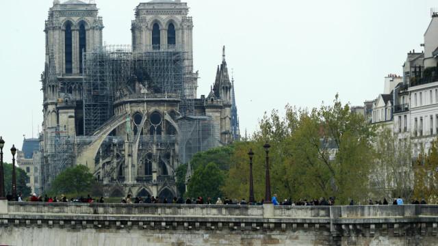 Incendiul de la Notre Dame. Emmanuel Macron promite reconstruirea catedralei în 5 ani - Imaginea 4