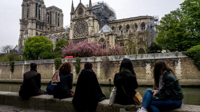 Incendiul de la Notre Dame. Emmanuel Macron promite reconstruirea catedralei în 5 ani - Imaginea 22