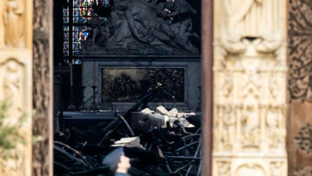 Incendiul de la Notre Dame. Emmanuel Macron promite reconstruirea catedralei în 5 ani - Imaginea 18