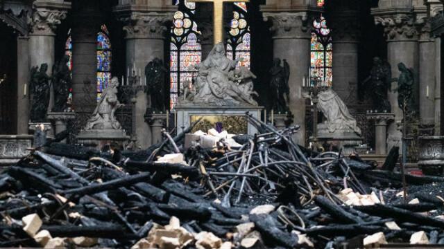 Incendiul de la Notre Dame. Emmanuel Macron promite reconstruirea catedralei în 5 ani - Imaginea 30