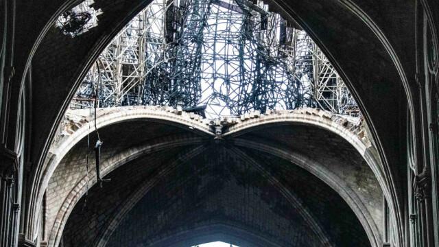 Incendiul de la Notre Dame. Emmanuel Macron promite reconstruirea catedralei în 5 ani - Imaginea 28