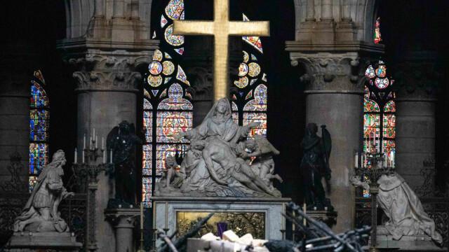 Incendiul de la Notre Dame. Emmanuel Macron promite reconstruirea catedralei în 5 ani - Imaginea 24