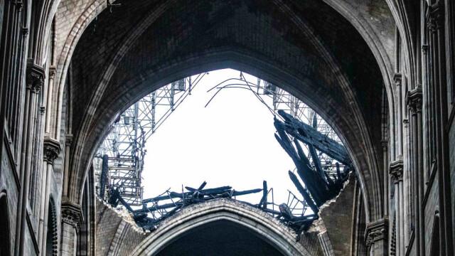 Incendiul de la Notre Dame. Emmanuel Macron promite reconstruirea catedralei în 5 ani - Imaginea 23