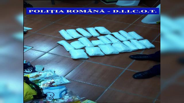Doi tineri, arestați după ce au primit un colet din Spania. Ce au descoperit polițiștii - Imaginea 3