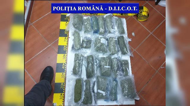 Doi tineri, arestați după ce au primit un colet din Spania. Ce au descoperit polițiștii - Imaginea 4