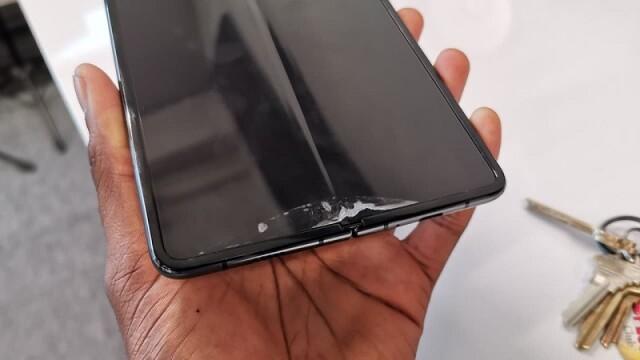 Probleme pentru Galaxy Fold, primul telefon Samsung pliabil