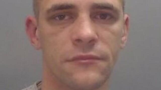 Cum arată un polițist, după ce a fost mușcat de ureche de un hoț. Ce a pățit agresorul