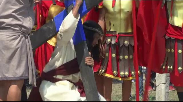 Credinciosul care a fost răstignit în ultimii 33 de ani, în Vinerea Mare. VIDEO - Imaginea 2